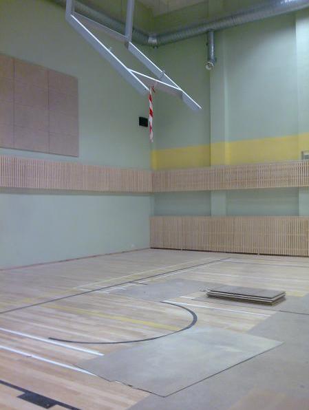 Pärnu Ülejõe Gümnaasiumi spordisaali Radiaatorikatted